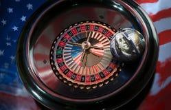 Bola del ` s del Año Nuevo con la imagen del dólar americano en el rou Imagenes de archivo
