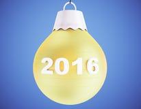 bola 2016 do amarelo da árvore de Natal no fundo azul Imagem de Stock Royalty Free
