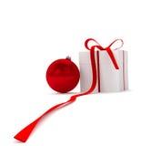 Bola do ano novo com caixa de presente Foto de Stock Royalty Free
