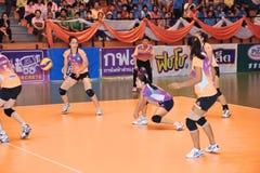 Bola do contra-ataque no chaleng dos jogadores de voleibol Imagem de Stock Royalty Free