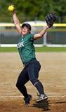 Bola do jarro da mulher do softball dos jogos de Canadá Fotos de Stock Royalty Free
