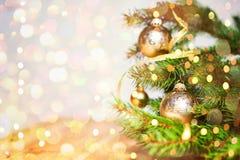 Bola do Natal com espaço da cópia e fundo de brilho Imagens de Stock Royalty Free