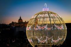 Bola do Natal de 12 medidores fotos de stock royalty free