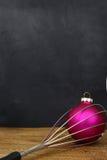Bola do Natal em cozinhar o batedor Foto de Stock
