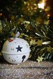 Bola do White Christmas Fotos de Stock