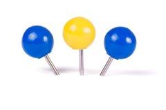 Bola dos pinos de desenho em cores diferentes Fotos de Stock