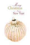 Bola dourada do Natal isolada no fundo branco, dezembro festivo Fotos de Stock Royalty Free