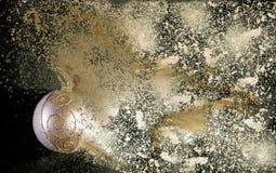 Bola dourada do Natal na explosão preta do fundo fotografia de stock