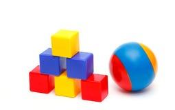 Bola e torre dos cubos Imagem de Stock Royalty Free