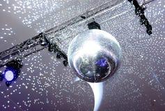 Bola e luzes espelhadas do disco foto de stock royalty free
