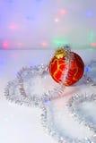 Bola e ouropel vermelhos da Natal-árvore foto de stock
