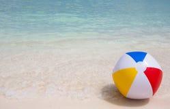 Bola e praia Imagem de Stock