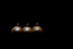 Bola e preto do Natal Imagens de Stock Royalty Free