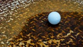 Bola em um aço oxidado Imagens de Stock Royalty Free