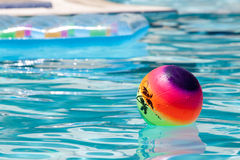 Bola en la piscina Imagen de archivo libre de regalías