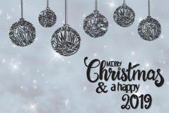 Bola, Feliz Navidad y un 2019 feliz, Gray Background de la caligrafía imagen de archivo