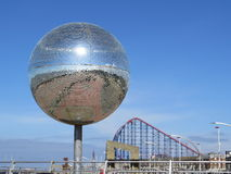 Bola gigante do brilho Fotografia de Stock Royalty Free