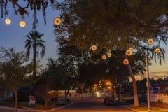 Bola hermosa de la luz de la Navidad en Fullerton Foto de archivo