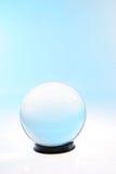 Bola medio blanca del medio azul Fotografía de archivo