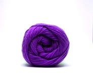 Bola púrpura del hilado aislada Fotos de archivo