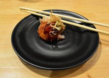 bola pequena do yaki de Tako no restaurante japonês Foto de Stock Royalty Free