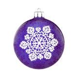 Bola perfeita do Natal no fundo branco fotografia de stock