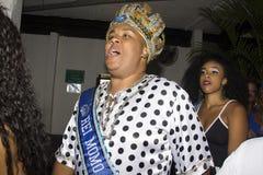 Bola Preta maakt kroning van de Koningin van zijn Carnaval van 2016 Stock Foto's