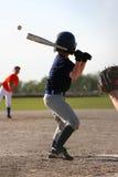 Bola que lanza de la jarra del béisbol fotografía de archivo libre de regalías