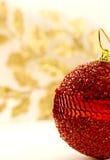 Bola roja de la Navidad Foto de archivo