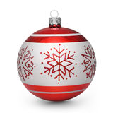 Bola roja de la Navidad con los copos de nieve en el fondo blanco Fotografía de archivo