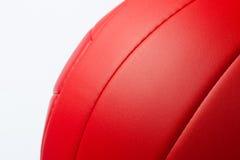 Bola roja del voleo Imagen de archivo