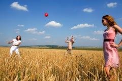 Bola roja en juego. Foto de archivo libre de regalías