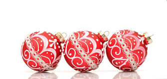 Bola roja hermosa de la decoración de la Navidad Fotos de archivo libres de regalías