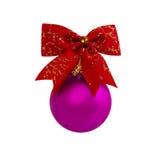 Bola roxa do Natal isolada no ano novo do fundo branco Fotos de Stock Royalty Free