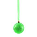 Bola verde do Natal isolada no ano novo do fundo branco Fotos de Stock Royalty Free