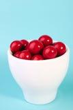 Bola vermelha do chocolate dos doces em um copo Foto de Stock