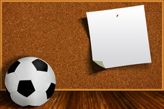 Bola y Cork Board With Copy Space de fútbol Fotografía de archivo