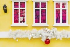 Bola y decoración de la Navidad Fotografía de archivo libre de regalías