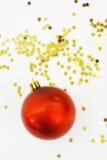 Bola y estrellas de la Navidad Fotografía de archivo