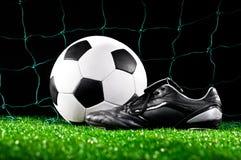 Bola y grapas de fútbol Foto de archivo libre de regalías
