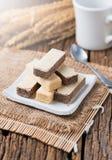 Bolacha com creme do chocolate e do leite imagem de stock