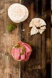 Bolachas do arroz com salame Foto de Stock Royalty Free