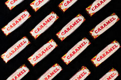 Bolachas do caramelo no fundo preto Foto de Stock