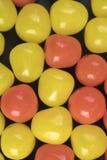 Bolas ácidas dos doces amarelos e alaranjados Foto de Stock Royalty Free
