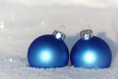 Bolas azuis na neve Imagem de Stock Royalty Free