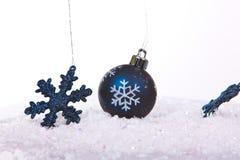 Bolas azules de la Navidad Foto de archivo libre de regalías