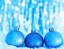 Bolas azules de la Navidad Fotos de archivo libres de regalías