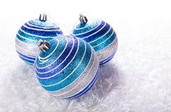 Bolas azules de la Navidad Imagen de archivo