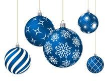 Bolas azules de la Navidad con diversos modelos Fotos de archivo