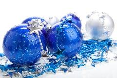 Bolas azules de los cristmas, aisladas Fotografía de archivo